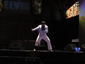 Elvis cantando en las Vegas